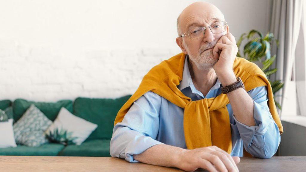 Adulto mayor, grúas para pacientes, mitos sobre la vejez