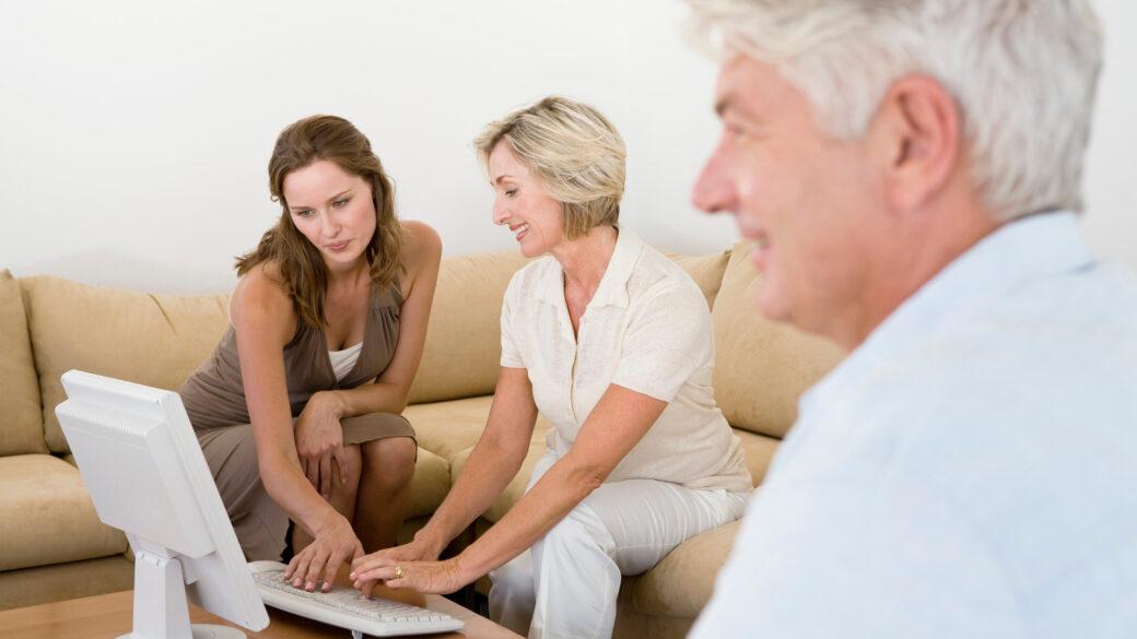 Realiza las preguntas necesarias para conocer mejor a tu adulto mayor.
