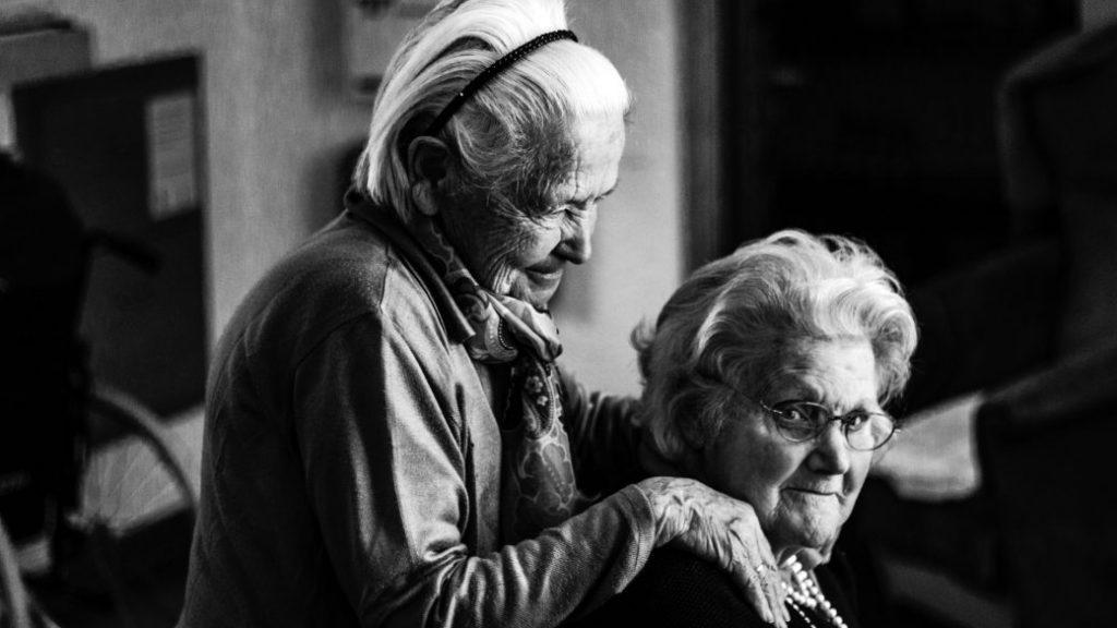 Adultas mayores, familia, cuidado, mitos sobre la vejez
