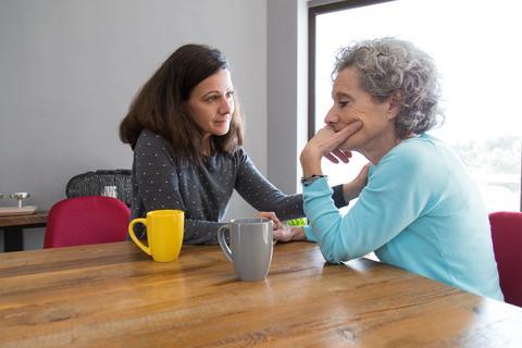 diálogo, familia, cuidado, ánimo, motivar, lazos familiares, Subir ánimo adulto mayor