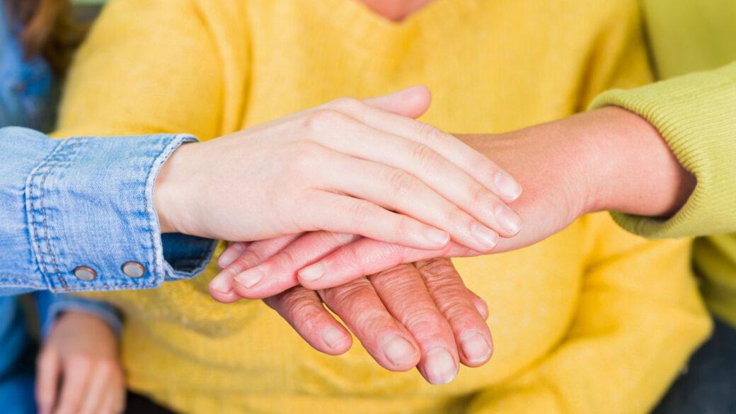 Adulto mayor, cuidado del adulto mayor, grúas para pacientes en México, apoyo y actividades estimulantes para adultos dependientes.