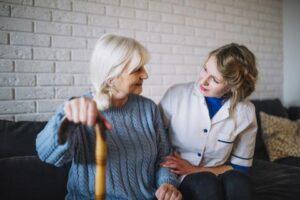 cuidado. acompañamiento, profesional, cuidador, motivar, adulto mayor