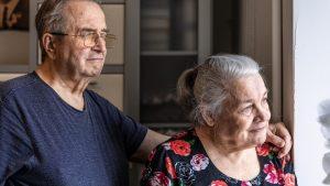 cuidado del adulto mayor, cama de hospital, grúas para pacientes en México, adulto mayor dependiente